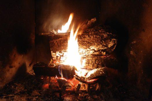 Feu de bois d'hiver